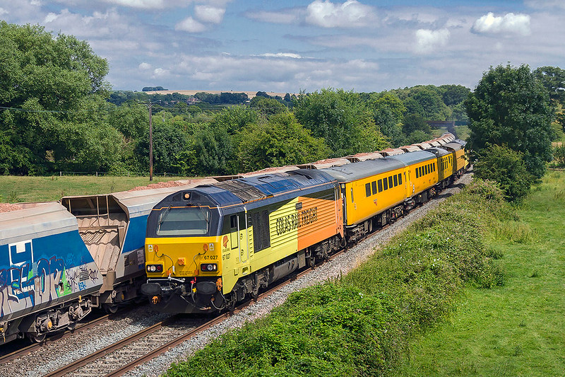 12th Jul 2017:  59004 working to Dagenham with 6L21 from Whatley Quarry through Great Cheverell as my target for the day races down the grade.  67027 % 67023 are doing their regular duty from Tysesley to Bristol High Level via Weymouth.  The B & H diversion is due to line closure between Swindon and Chippenham for electrification works.