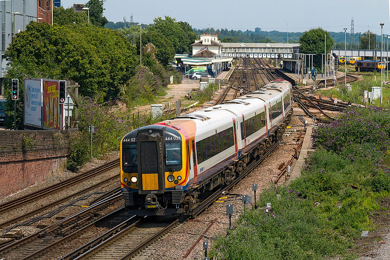 6th Jul 2017:  Departing from Eastleigh is 2B27 the 10.39 from Waterloo to Poole.  444027 has made seven stops at this point but will make a further thirteen before it arrives at it's destination at 13.55