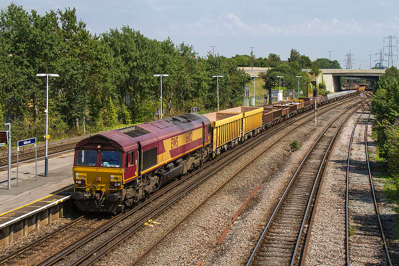 6thJul 2017:  These days freight and departmental consists are usually very much made up of all the same wagons so  it  was good to see 66102 working the return departmental to Westbury from Eastleigh with a very mixed consist.  The location od Mlilbrook in Southampton