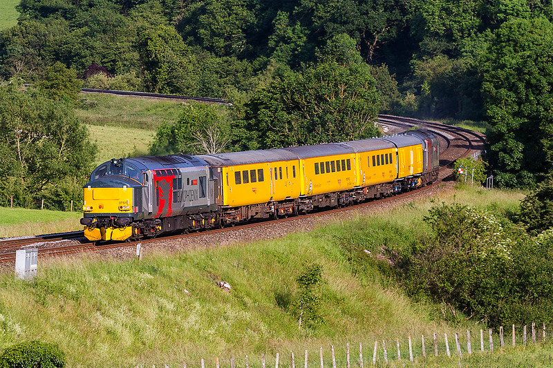 14th Jun 2017:  A familliar spot at Freshford to picture  37611 Pegasus on the front of 1Z22 the Network Rail Test Train from Derby to Bristol High Level Sidoing via Weymouth.67608  Andromeda was on the other end