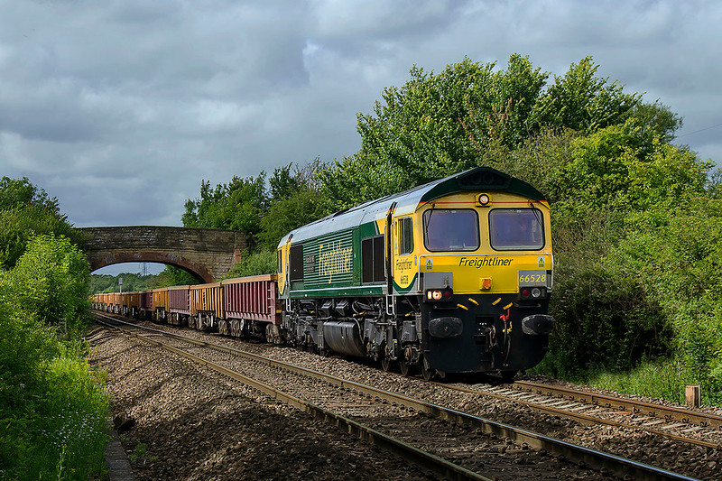 25th Jun 2017:  66528 is recently repainted into Power Haul livery and named 'Madge Elliot MBE' 'Borders Railway Opening 2015'  brings 6Y65 from Ystrad Mynach to Westbury through Heywood