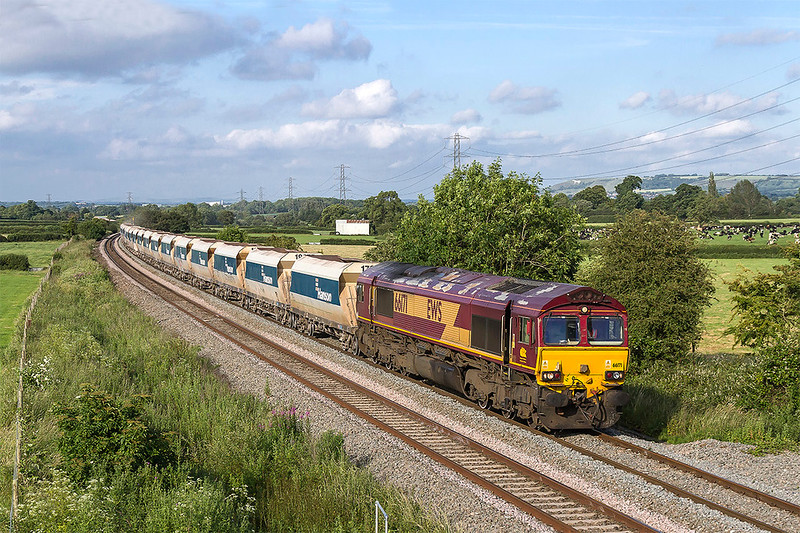 22nd Jun 2017:  With a roof that could use a spot of paint 66171 is bringing 6Z41 from Acton to Merehead through Berkley