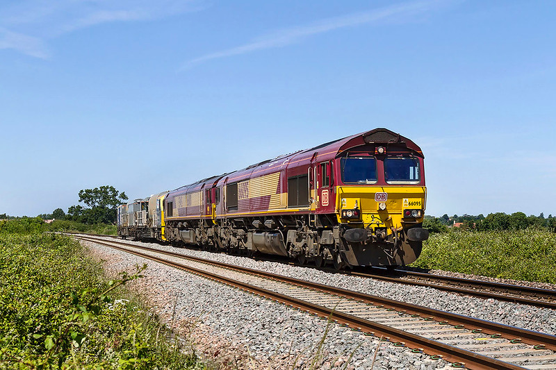 17th Jun 2017:  The regular Saturdays light engine move to Westbury and on to Eastleigh from Margam has only two locos though it can run up to ten.  But todau it is running as 6O12 because it had RHTT unit DR98905/98959 in tow.  The location is the foot crossing behind the White Horse Business Park near Trowbridge