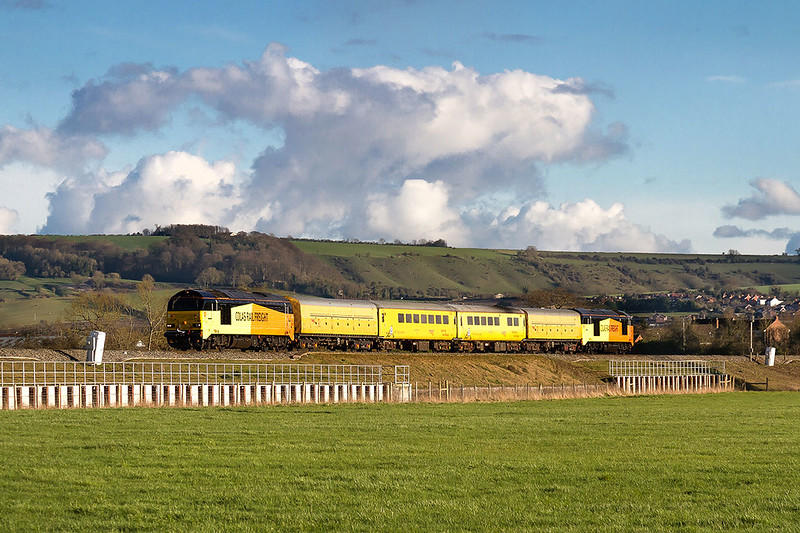 22nd Mar 2017:  67023 now leads as 1Z79 woris from Tyseley to Bristol  is pictured at Yarnbrook between Westbury and Trowbridge