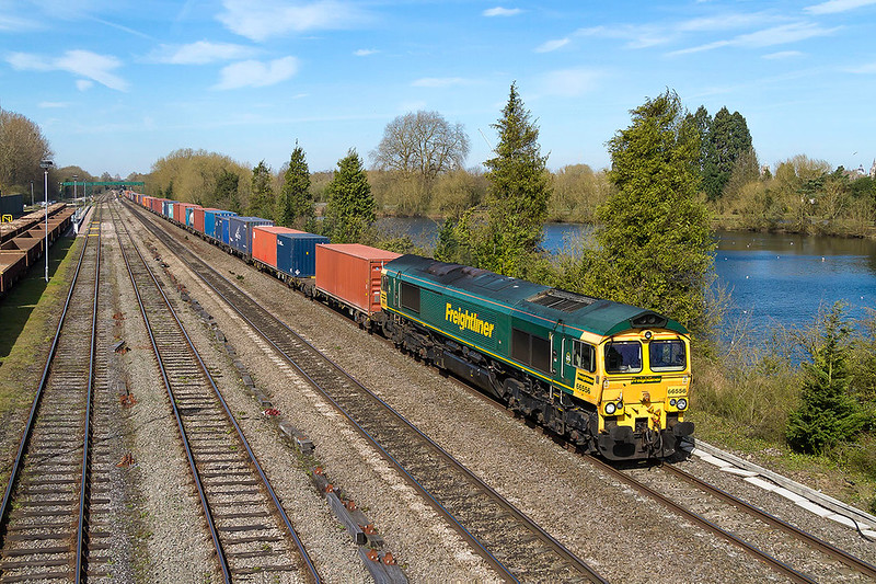 25th Mar 2017:  4O29 is the 08.20 Crewe Basford Hall to Southamton in the hands of 66556 it is passing the Hinksey sidings to the south of Oxford.  I was hoping that thid service would produce a Class 70 but nio!