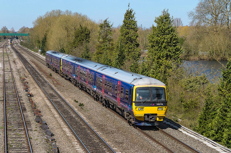 25th Mar 2017:  165114 and a 2 car 165 behind in what will soon be in a heritage livery at Hinksey.  They are forming 2P50 the 12.07 from Oxford to Paddington