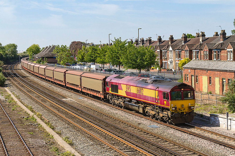 10th May 2017:  66102 at the head of 6M48 from Southampton Eastern Docks to Halewood arriving at Eastleigh