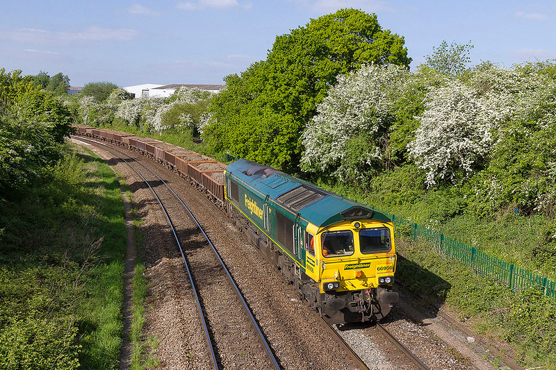 8th May 2017:  A green one in the green !! Well green and white any way.  66956 is it Ladydown in TRowbridge as it workd 6Y40 from Oxford to Westbury.  This additional working is due to run all this week so where to picyute it tomorrow ?