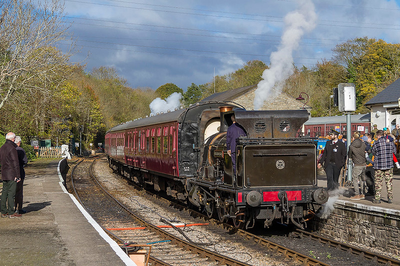 5th Nov 2017:    Bellerophon sits in the platform at Bitton waiting for the guard to bring a lamp and then to depart towards Kelston.  Just a shame that the loco was not facing the other way.