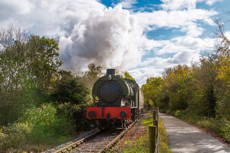 5th Nov 2017:  WD 321 Austerity 0-6-0 Saddle Tank sounding great as it pounds up the 1 in 200 to Bitton on the Avon Valley Railway