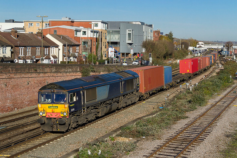 17th Nov 2017:    Leaving Eastleigh is ex DRS shed 66419, now part of Freightliner, working 4O30 from Lawley Street to Southampton.  Pictured from the Campbell Road bridge.