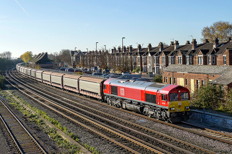 17th Nov 2017:  The Jaguar car empties to Halewood from Southampton Eastern Docks is in the hands of a recently repainted 66128.  6M48 is captured  from the Campbell Road bridge in Easleigh