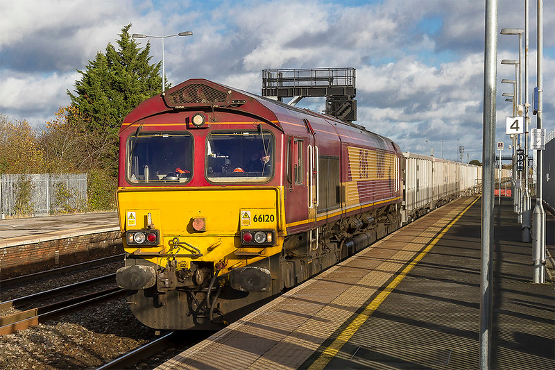28th Nov 2017:   66120 is working 6C58 from Oxford Banbury Road to Whatley Quarry.  This is normally routed to go via the Berks & Hants line so was not expected when it came this way.  It stopped in the station and held up behind it was an HST working.