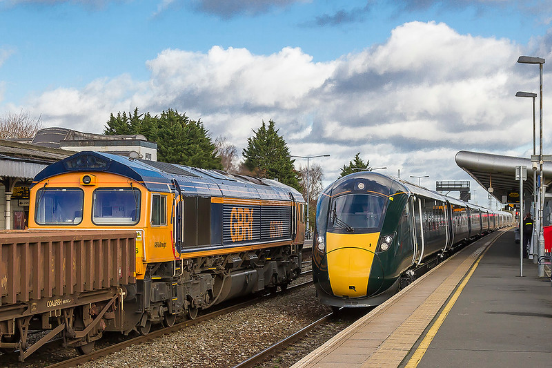 28th Nov 2017:  66766 on the Up Though with 6M40 from Westbury to Stud Farm as 5Z82 in the hands of 800017 & 800019 rushes through Platform 4 as it travels from Paddington to Newport.  A pity that the sun died at just the wrong moment.