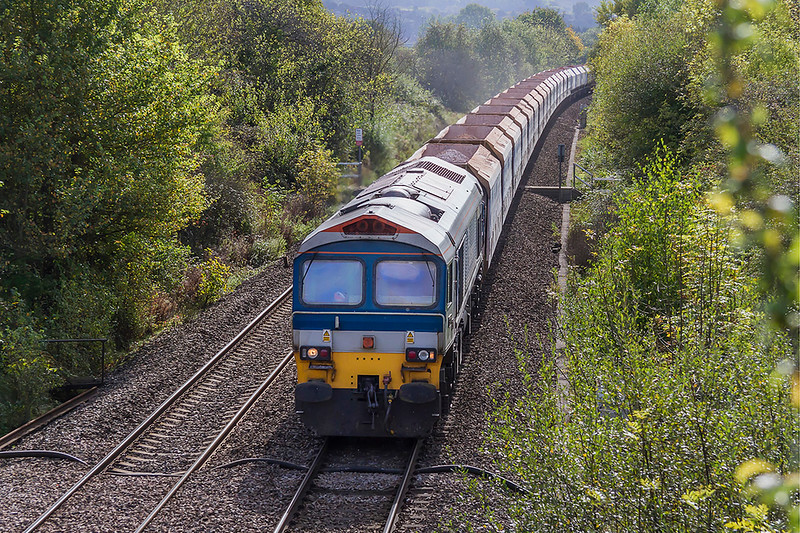 6th Oct 2017:  Pictured from the Church Road bridge in Heywood is 6B12 powered by 59104 working from Merehead to Wootton Bassett.  It is now hard to believe that in the early 1950s on the right hand side was the point work to the two entry lines into the Westbury MOD stores depot.  This is now the West Wilts Trading Estate