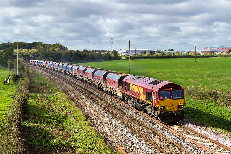 3rd Oct 2017:  Just catching the light is 66025 as it accelerates away from Clink Road Junction with 6M20 the 10.37 Whatley Quarry to St Pancras Churchyard Sidings.  It was actually running 28 minutes late as it nears Pot Lane bridge in Berkley