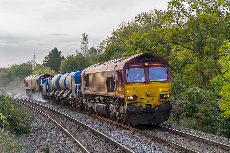 17th Oct 2017:  My first shot in 2017  of a loco powered RHTT  shows 66027 & 66074 working the Salisbury to Westbury leg of the itinary of 3j13 that is based in Par