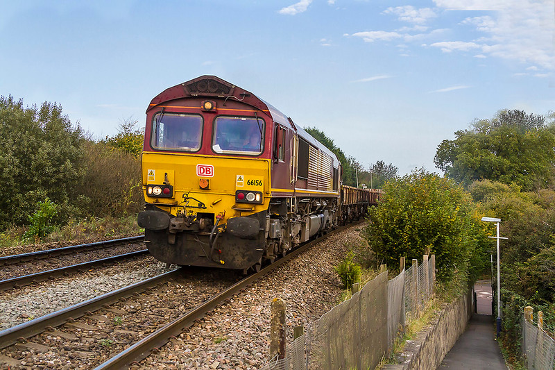 17th Oct 2017:  66156 is grinding up the grade through Dilton Marsh with 6O41 the  morning departmental from Westbury to Eastleigh.  The lovely blue sky was departing to the north so that was that for the day.