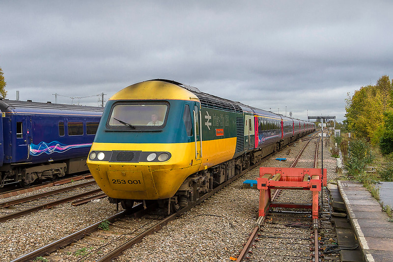23rd Oct 2017:  Surely a certainty for preservation is pioneer HST power car 43002 that is now painted in the original livery.  Pictured as it arrives at Swindon with 1B25 the 10.45 Paddington to Swansea