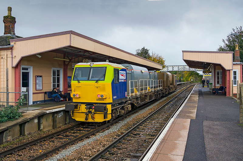 20th Oct 2017:  Network Rail MPV DR98974 & DR98974 says that it is operated by South West Trains.  Eastleigh based RHTT service 3J80 is standing in Warminster's Platform 1 where it is to reverse and return to Salisbury.