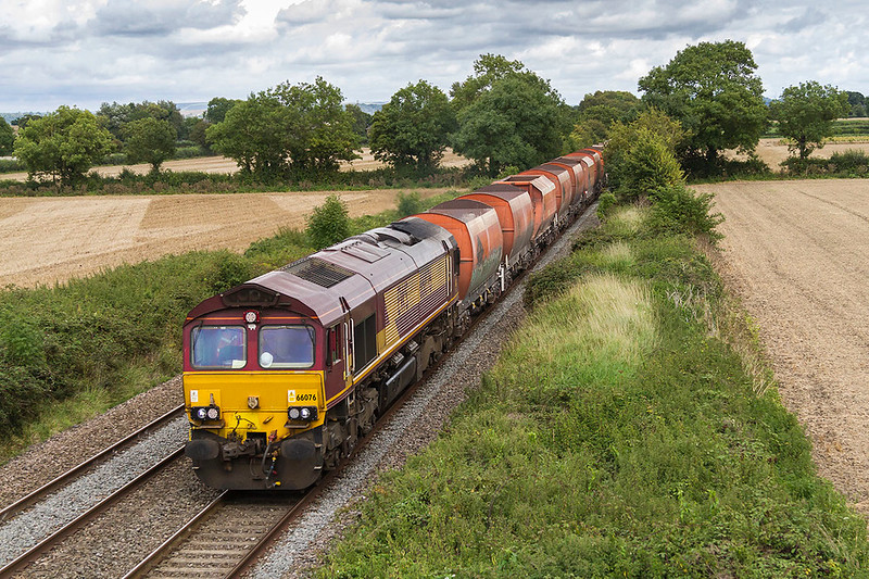 4th Sep 2017:  6V98 is being powered by 66076 as it brings the old RMC hoppers from Wembley Eurofreight Centre to  Whatley Quarry though Edington