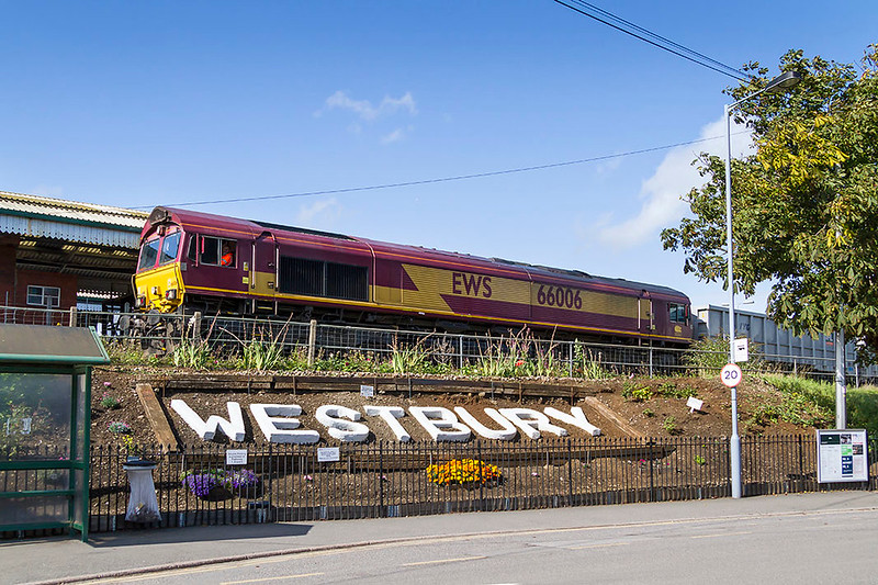 12th Sep 2017: Arriving at Westbury is one of the first production class 66s 66006 on the point of 6C58 the 11.55 from Oxford Banbury Road to Whatley.  The friends of Westbry Station aare working hard to make this area of the station be attractive