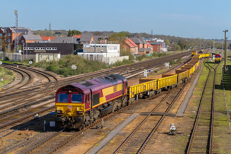 18th  Apr 2018:  With 66205 resting in the siding 66103 brings a rake of empty JNAs from the yard and is taking them to the Virtual Quarry where they will get a ballast refill