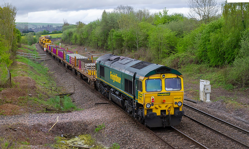 29th Apr 2018:  66543 on the rear of 6X04 from Kennington to Fairwater Yard runs towards Hawkeridge Junction as it nears Westbury.  66526 is on the front.