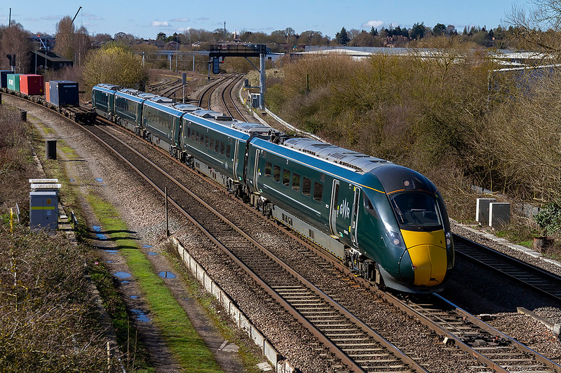 5th Apr 2108:  800005 is coming from the Didcot East Chord and accross the North Junction as it works 1W19 the 08.21 from Paddington to Worcester Foregate Street