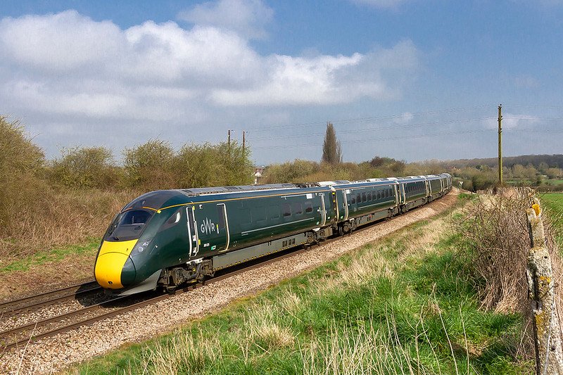 14th Apr 2018:  With 800025 leading 800006 the  8.29 from Swansea to Paddington, 1L42, slows for the junction at Hawkridge where it will take the curve to the Berks and Hants line
