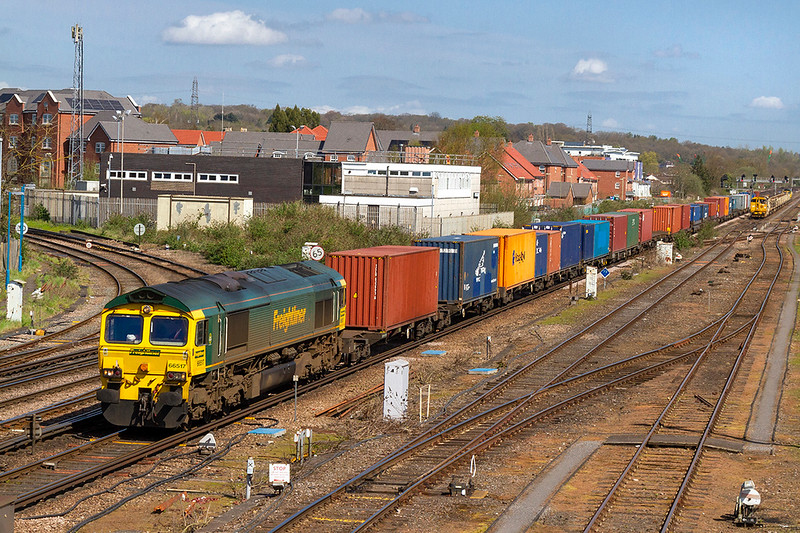 18th Apr 2018:  Slowing for a stop in Eastleigh Station,probable to make crew change, is 66517.  The working is 4O18 from Lawley Street FLT to Southamptom Maritime.