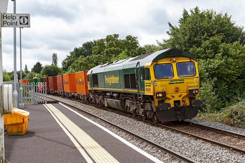 22nd Aug 2018:  The Wednesday only Southampton Maritime to Bristol Freightliner Terminal (4V54) being powered by 66529 is pictured as it coasts down the hill though Dilton Marsh.