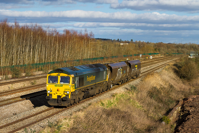 2nd Feb 2018:  66558 is captured as it runs through Undy as works 6B09 from Stoke Gifford to East Usk Yard.  Later in the after noon it worked east with a full rake of wagons