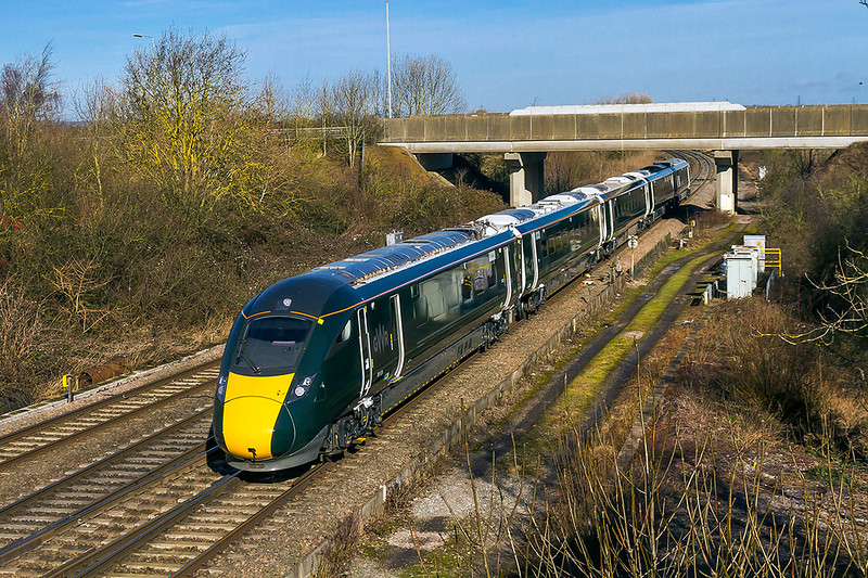 12th Feb 2018:  Shortly to swap from Diesel to Electric power 800024 is seen at Didcot North Junction as it works 1P25 the 09.54 Great Malvern to Paddington