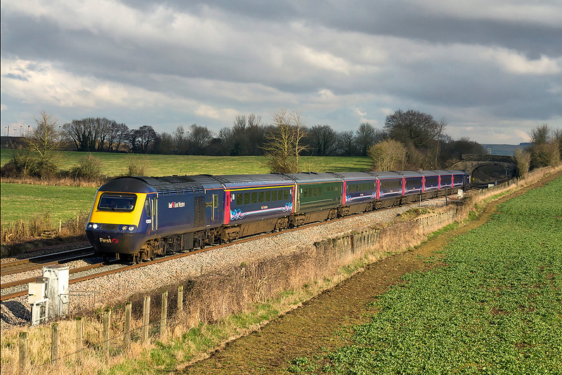 5th Feb 2018:  1C81 is the 12.34 Paddington to Taunton.  43024 is leading and 43009 is on the other end, pictured at Fairwood as it leaves Westbury