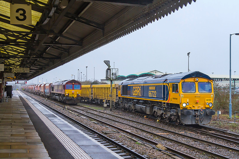 29th Jan 2018:  66093 waits to take 6M20 to St Pancras as 66722 starts it's journey to Stud Farm from Westbury.  6M40 would normally leave from the nearest loop but the late running St Pancras had forced this unusual move.