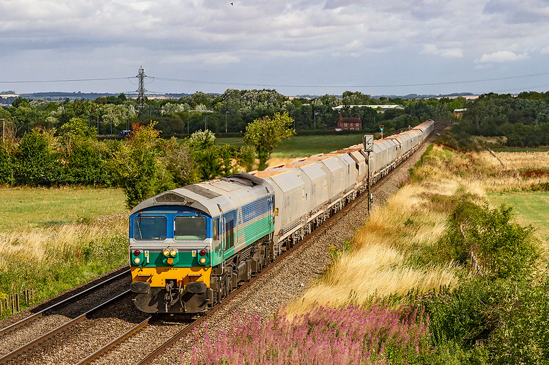 28th Jul 2018:  Running through Heywood is 59005 working 7C29 the 06.33 from Acton to Merehead. 60007 was riding shotgun at the rear.