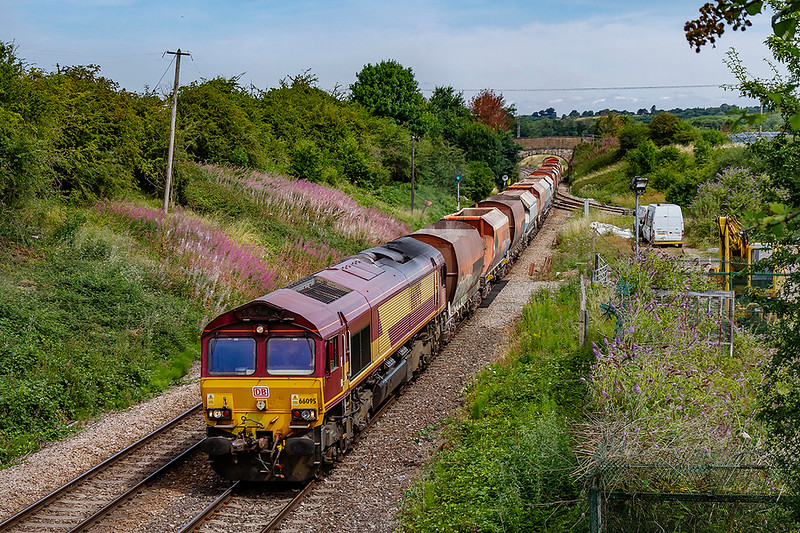 25th Jul 2018:  66095 at Hawkeridge Junction with 6C29 from Acton to Whatley