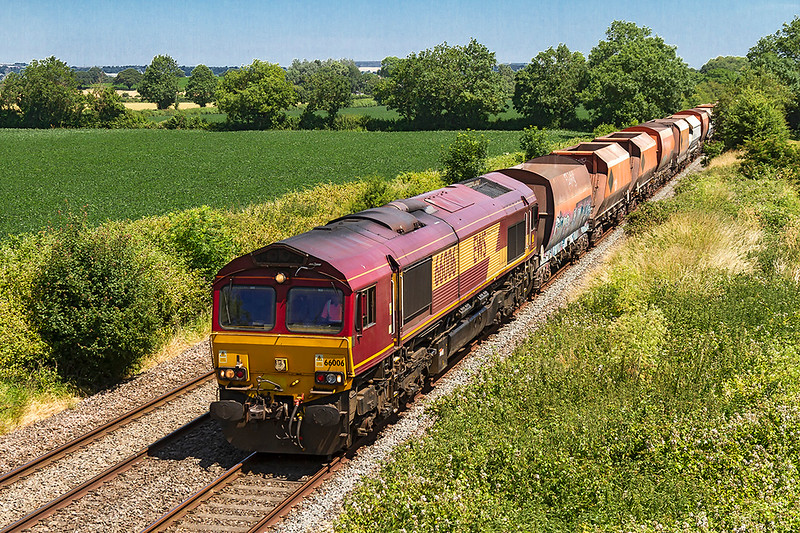 2nd Jul 2018:  6B35 is running to Whatley Quarry from the Wembley Eurofreight Centre powered by 66006 and is pictured as it passes Baynton Farm from the Cowleaze Lane bridge in Edington