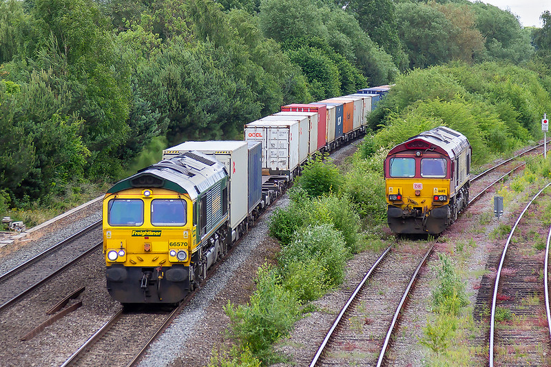 20th Jun 2018:  66570 hurrying north with 4M61 fom Southampton Maritime to Trafford Park passes 66118 which is about to depart to Morris Cowley to power 4Z41 to Southampton Eastern Docks