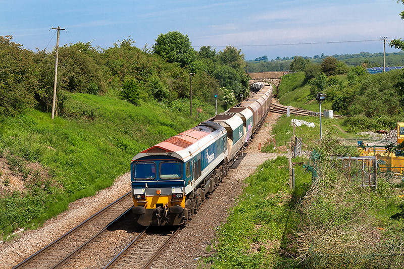 6th Jun 2018:  Crossing Hawkeridge Junction is 59102 working 6C31 from Theale to Whatley
