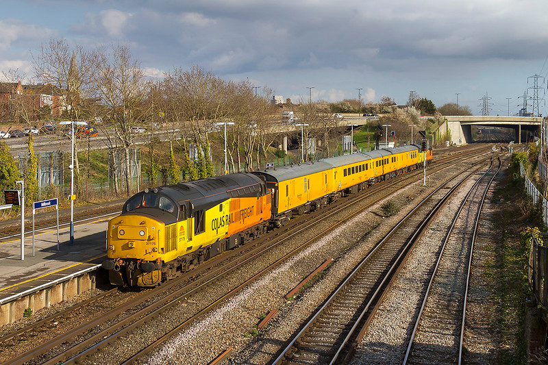 13th Mar 2018:  Believed to be due to crewing problems the majority of 1Q52s  itinary was abandoned and the only bit that was completed was between Southampton Central, Totton and Eastleigh.  37175 TnT 37254 are seen as they run through Millbrook