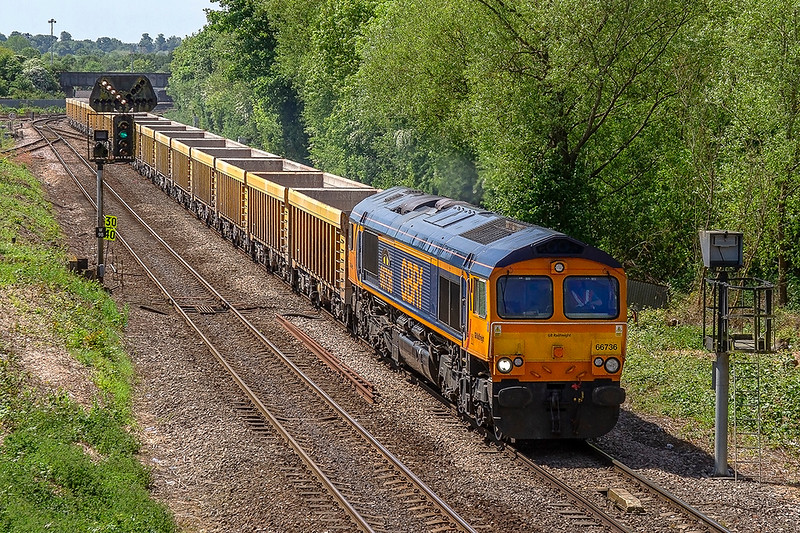17th May 2018:  Leaving Westbury with 6M40 to Stud Farm is 66736 'Wolverhampton Wanderers'.  The JNAs are going to Liecestershire to get a ballast refill to top up the Virtual Quarry at Westbury.