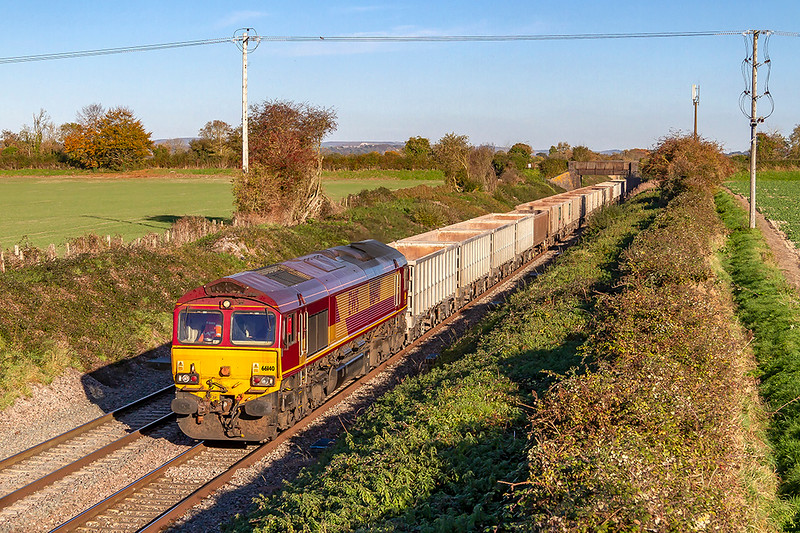 2nd Nov 2018:  Nearing the  site of Edington Station is 66140 on the point of 6C58 ftom Oxford Banbury Road to Whatley Quarry