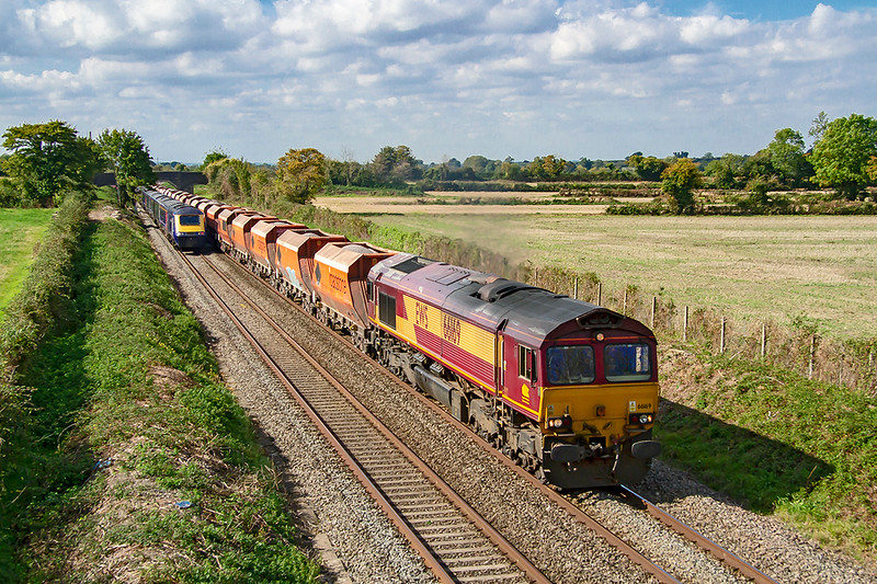 25th Sep 2018:    Running 55 minutes late through Edington is 66169 heading 6M20 from Whatley to St Pancras Siding. Fortunatley 1C78  the 11.03 Paddington to Plymouth with 43071 on the rear had just cleared the view.  Phew !