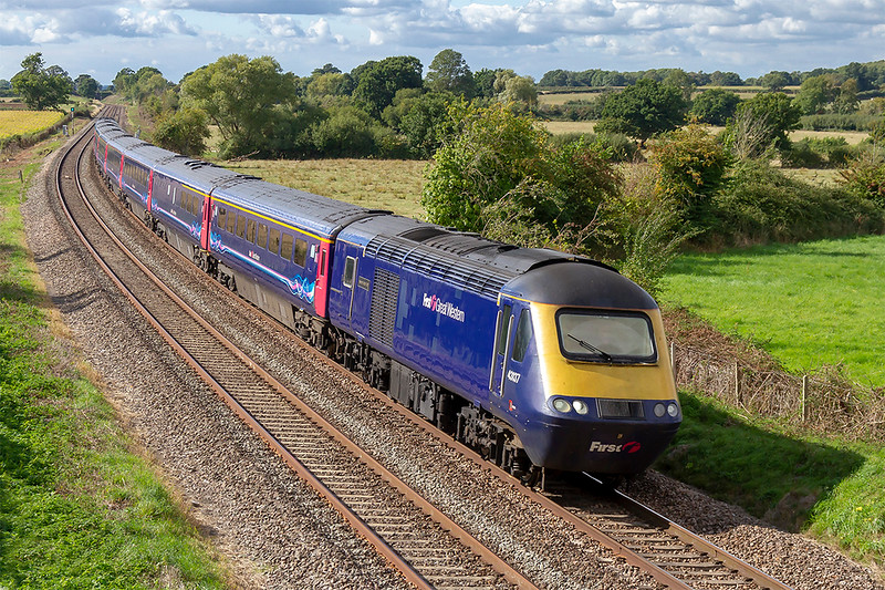 13th Sep 2018:  For how much longer will this shot of an HST at Great Ceverell be possible as the new IETs are now becoming more frequent?  43137 is leading on 1A87 the 12.55 from Plymouth to Paddington. 43190 is on the other end.