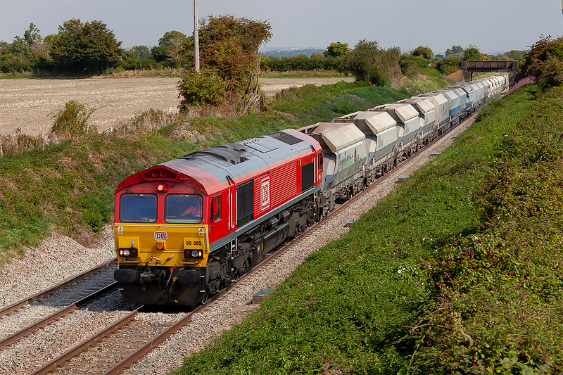3rd Sep 2018:  66085 at Edington as it makes for Whatley Quarry from Acton with 6C31