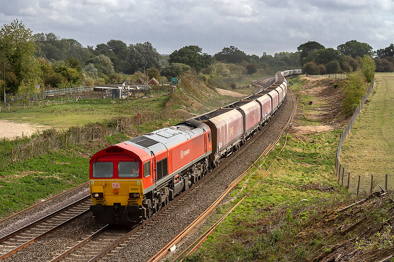 19th Sep 2018:   My first visit to Hungerford Common since the embankments have been cleared on a day of variable sun and cloud. The first piece of luck was to see  59203  at the helm of 6C31 from Theale to Whatley Quarry