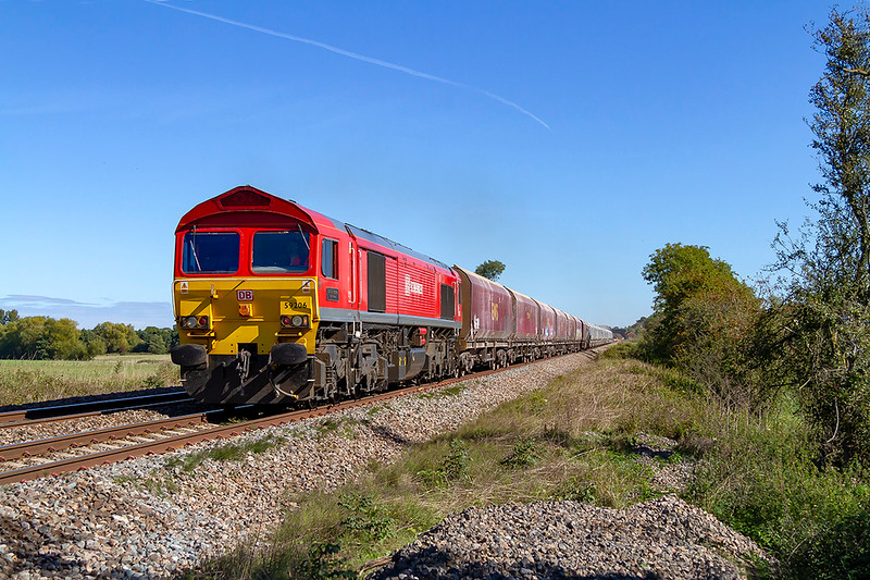 26th Sep 2018:  6C31 is the 09.59 from Theale to Whatley Quarry, Pictured here as it crosses Masters Crossing between Fairwood and Clink Road Junctions is 59206 as it  does the job today.