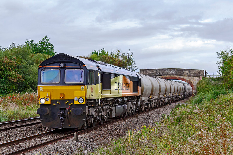 14th Sep 2018:  The  Aberthaw to Westbury Lafarge loaded cement PCAs service has always been rostered for a Colas 70 but not this week.  66847 is at Heywood with about 1/2 a mile to go until it takes the East Chord at Hawkeridge Junction.  Shame about the weather though